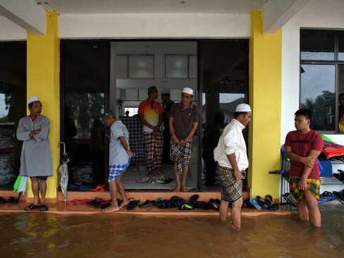 Jakim sees no issue in accommodating non-Muslim flood evacuees at mosques