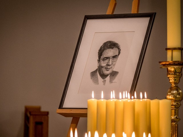 Messages from Pope Francis, Dalai Lama and Bono read at John Hume funeral