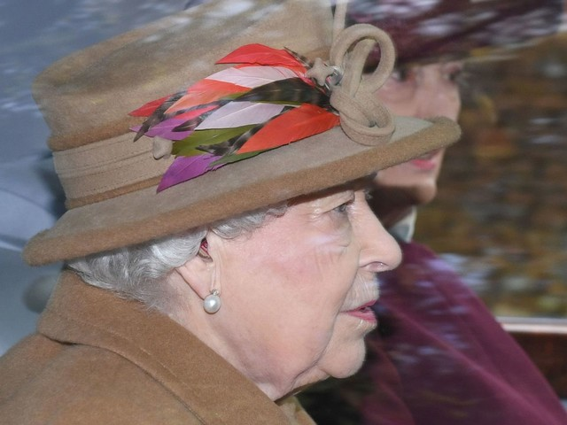 Queen determined to take back control in crisis talks