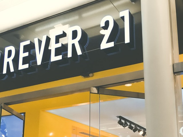 Forever 21 included sample of a diet bar in some customers' orders, sparking a social media debate