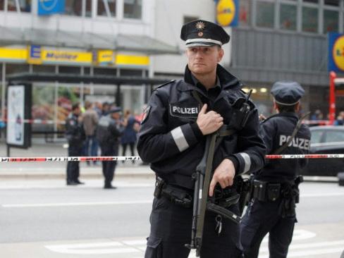 Hamburg knife attack stokes refugee debate as German vote nears
