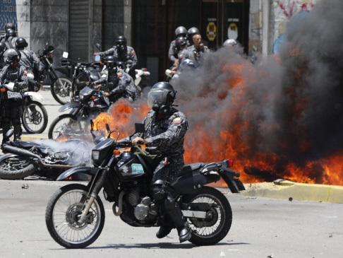 Venezuela vote triggers deadly 'war' in the streets