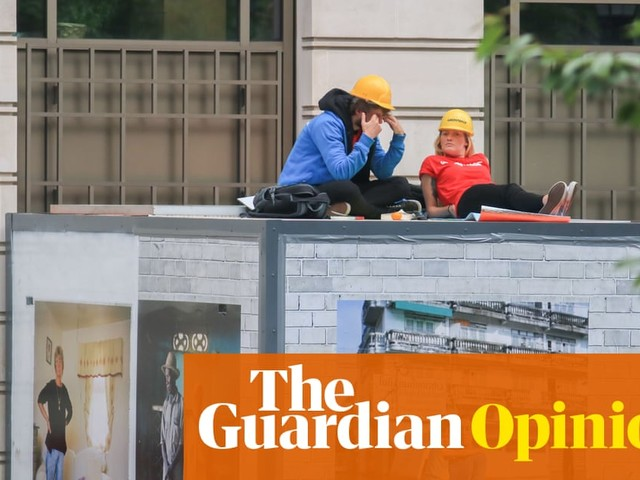 Why I'm sitting inside a box blocking the entrance to BP's headquarters | Jane Hayes