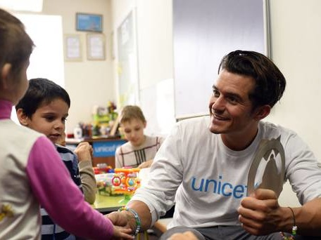 Actor Orlando Bloom meets children in Niger displaced by Boko Haram attacks