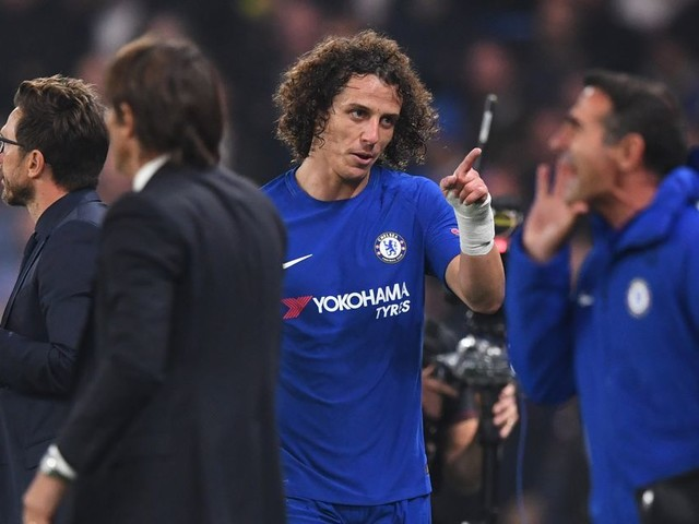 'Conte is clueless!' Chelsea fans outraged after boss's decision to replace David Luiz backfires against Roma