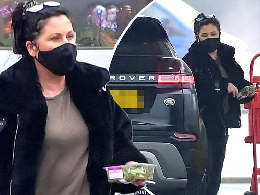 EastEnders icon Jessie Wallace picks up a healthy salad from petrol station