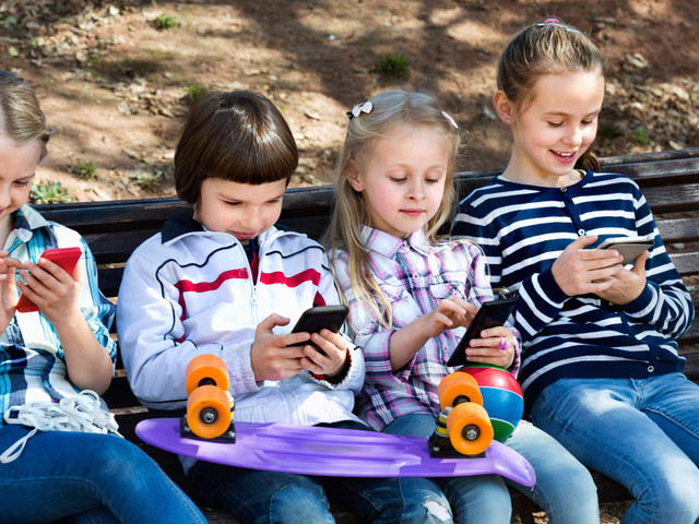 How to get kids off their gadgets and out in the sun during the summer holidays