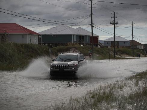 Hurricane warnings as US Gulf Coast braces for Gordon