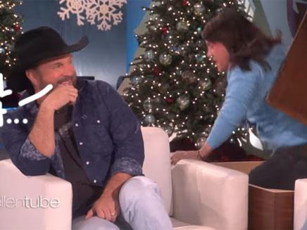 Ellen DeGeneres' Attempt To Scare Garth Brooks Is An Epic Fail — WATCH!