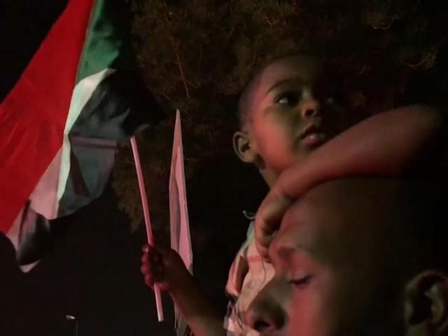 Sudanese protesters increase pressure for civilian rule