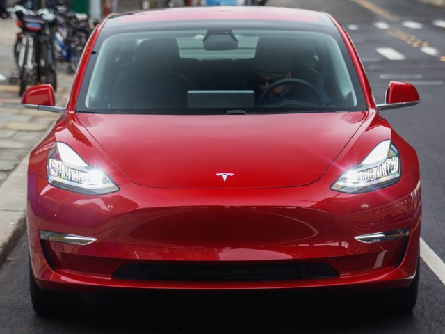 Tesla has made Autopilot a standard feature on Model 3s ordered in China (TSLA)