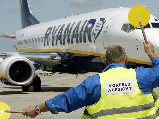 Ryanair warns of job losses over Boeing delay