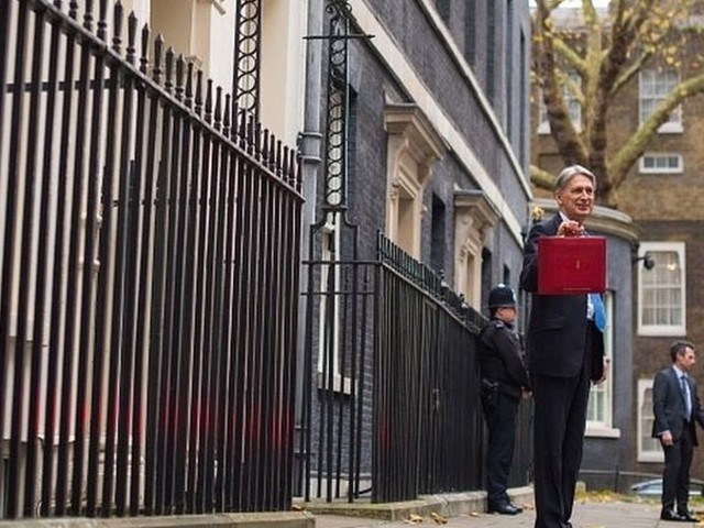 Budget 2017: MPs rally round Hammond after growth shock