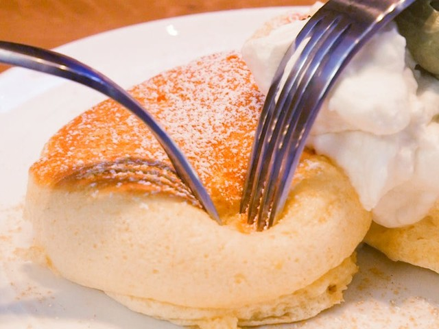 New Yorkers are lining up to try fluffy soufflé pancakes from a Japanese chain — here's what they're like