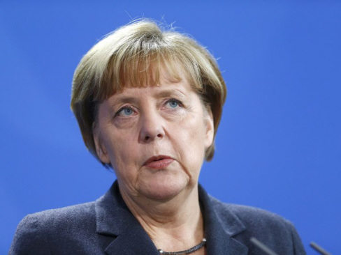 'Send Merkel home', says right-wing rival in constituency battle