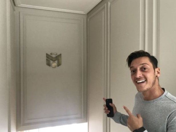 Arsenal fans convinced Mesut Ozil is staying after latest home improvement