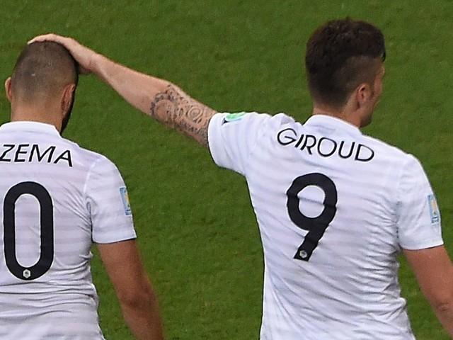 Karim Benzema takes random pop at Olivier Giroud over France spot