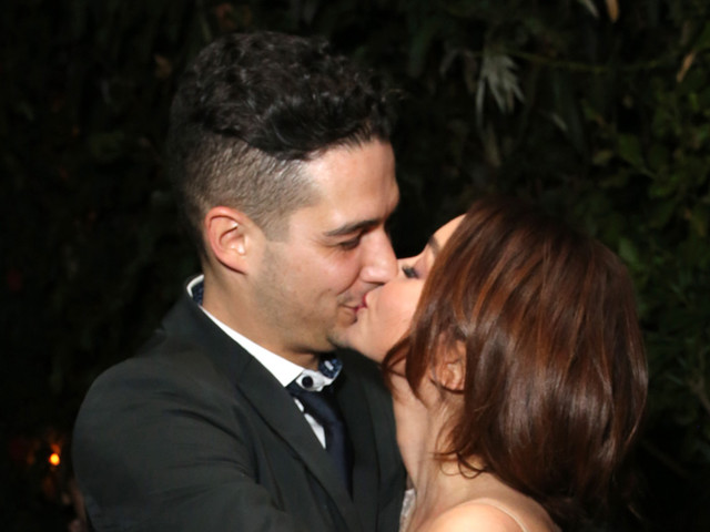 Sarah Hyland & Wells Adams Share a Kiss at EW's SAG Party!