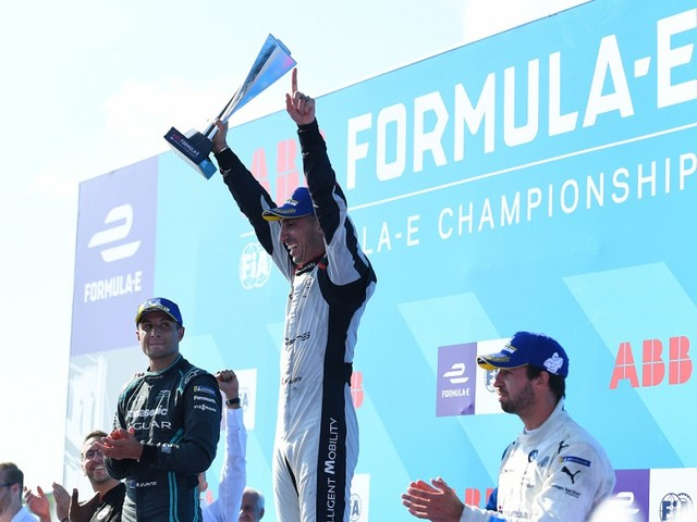 Sebastien Buemi wins frantic New York E-Prix