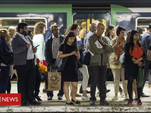 Rail passengers lost 3.9m hours in 2018, Which? report says