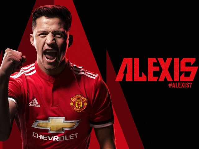 Photo: Sanchez thrilled to join the biggest club in the world, poses in Man Utd shirt