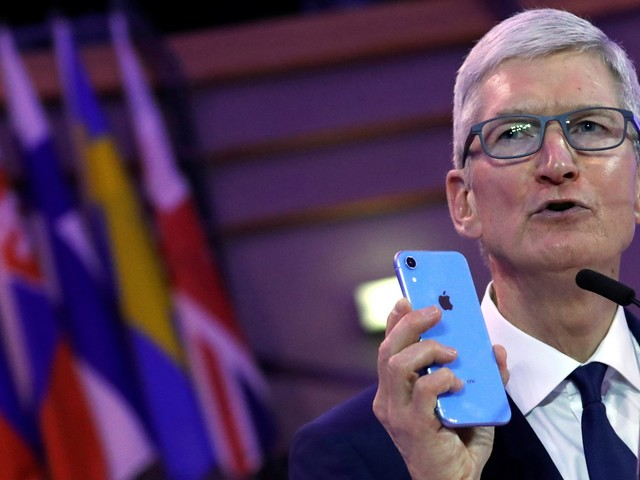 Apple CEO Tim Cook says he made one simple change that helps him avoid becoming addicted to his iPhone (AAPL)