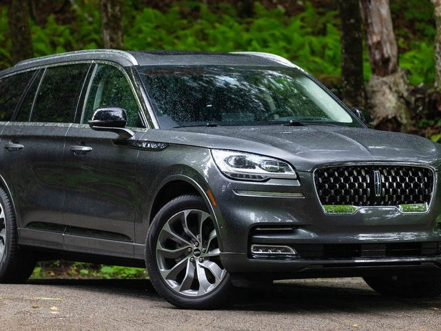 REVIEW: The 2020 Lincoln Aviator is an $83,000 land yacht that perfectly embodies hulking American opulence