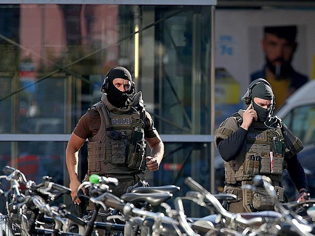 Hostage situation underway at Cologne train station in Germany