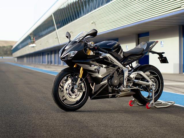 Triumph Daytona Moto2 765 limited-edition breaks cover