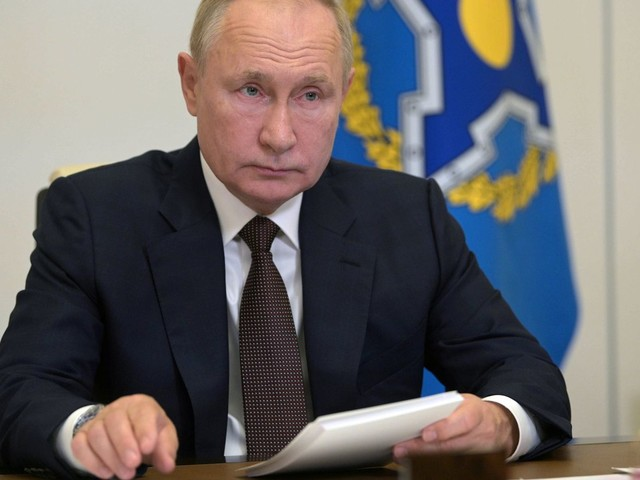 Dozens of COVID infections in Putin entourage force him to self-isolate 'for a few days'