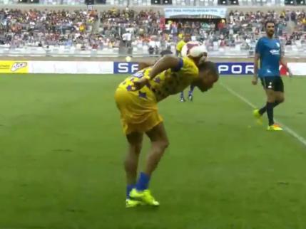 Brass Neck: Veteran Brazil Winger Denilson Lights Up Friendly Game With Cheeky Improvised Dribble (Video)