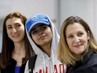 Runaway Saudi teen settles in Canada after being granted asylum