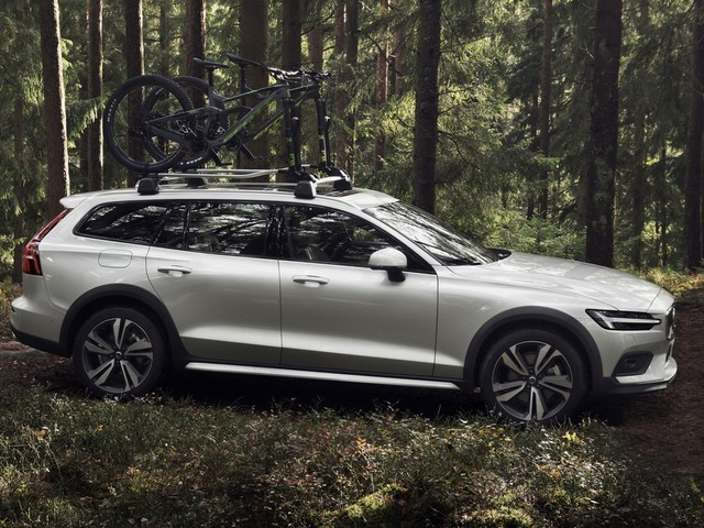 2019 Volvo V60 Cross Country is ready to get dirty