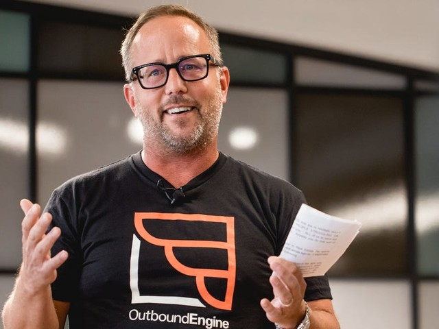 An Austin startup used this pitch deck to raise $14 million to help real estate agents, plumbers, and other small businesses operators better market themselves online