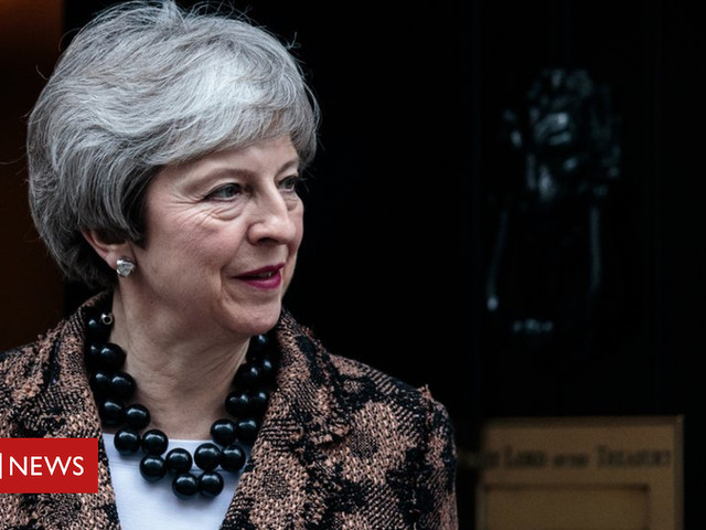 Brexit: Theresa May to meet Northern Ireland's political parties
