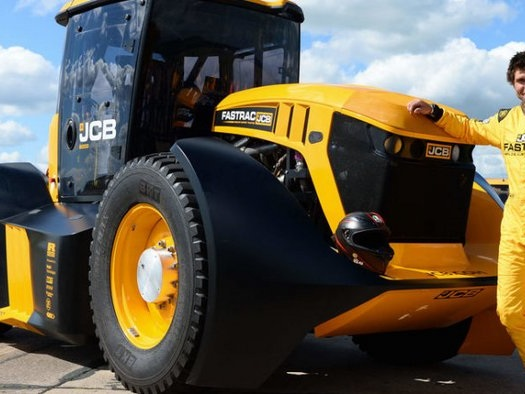Guy Martin takes JCB tractor Fastrac to a top speed of 166 kmph – Video