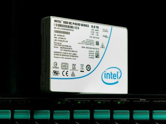 The Intel SSD DC P4510 SSD Review Part 1: Virtual RAID On CPU (VROC) Scalability