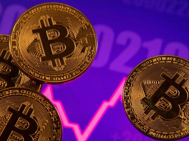 7 crypto heavyweights told us what's behind the sudden sell-off that erased over $400 billion from the market in just 24 hours — and whether now is the time to 'buy the dip'