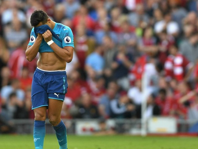 Arsenal striker Alexis Sanchez posts cryptic messages after failed Man City transfer