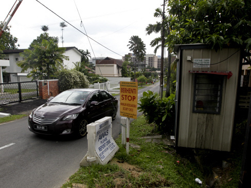 Residents cry foul over MBPJ's decision to withdraw approval for security posts