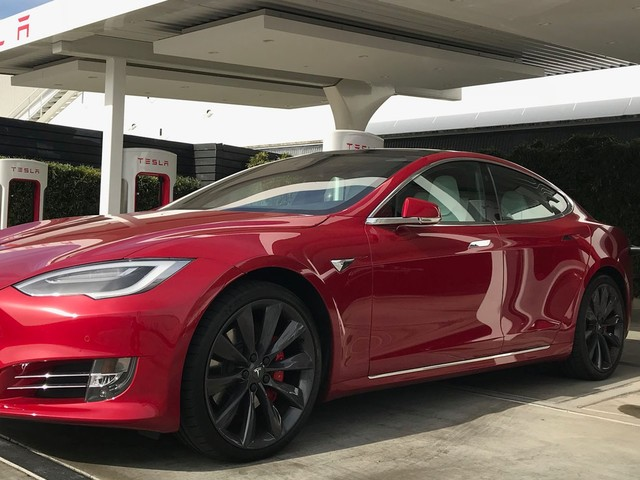 Tesla is offering free supercharging to people who buy Model S and X cars it has in stock (TSLA)