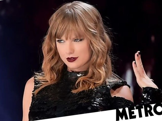 Taylor Swift styles out major stage malfunction by giving fans two a capella performances