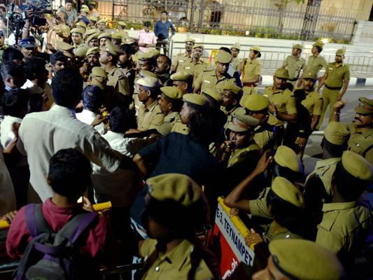 'Betrayal': Dinakaran Slams Late Night Raids At Jayalalithaa's Home