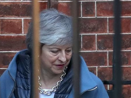 Theresa May warned of Tory revolt to block no-deal Brexit