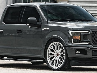 """Ford F-150 """"Low and Tow"""" Looks Clean, Rides on 24-inch Wheels"""