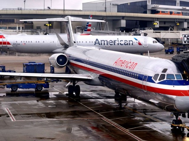 American Airlines worker stalked woman with suggestive texts during flight: Lawsuit