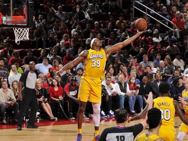 Watch: James scores 31 as Lakers shoot down Rockets, Bucks cruise past Nets