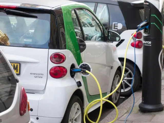 A fifth of motorists won't use electric cars because they are scared of driving during a lightning storm