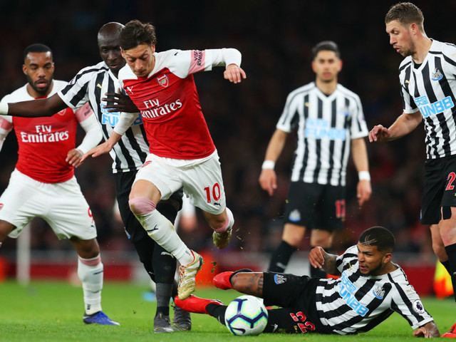 Mesut Ozil and Arsenal happy to be above Spurs in Premier League top four race