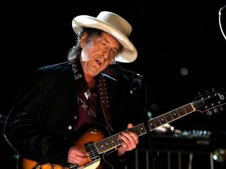 Bob Dylan and Neil Young announce joint Irish gig in July